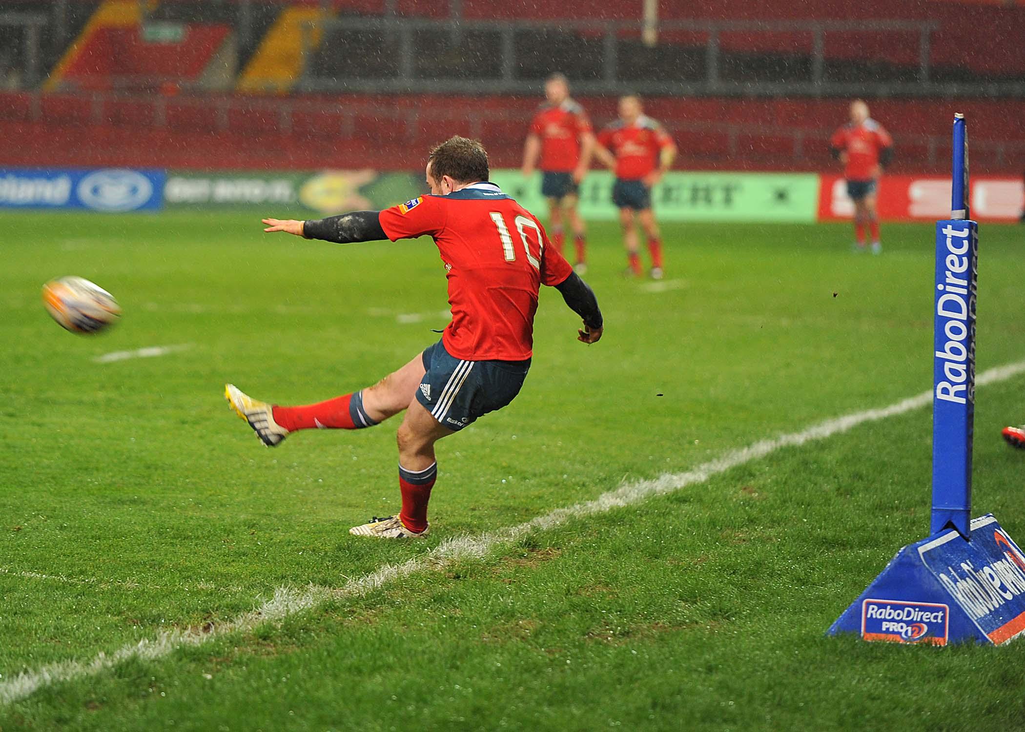 Ian Keatley, Munster, in action